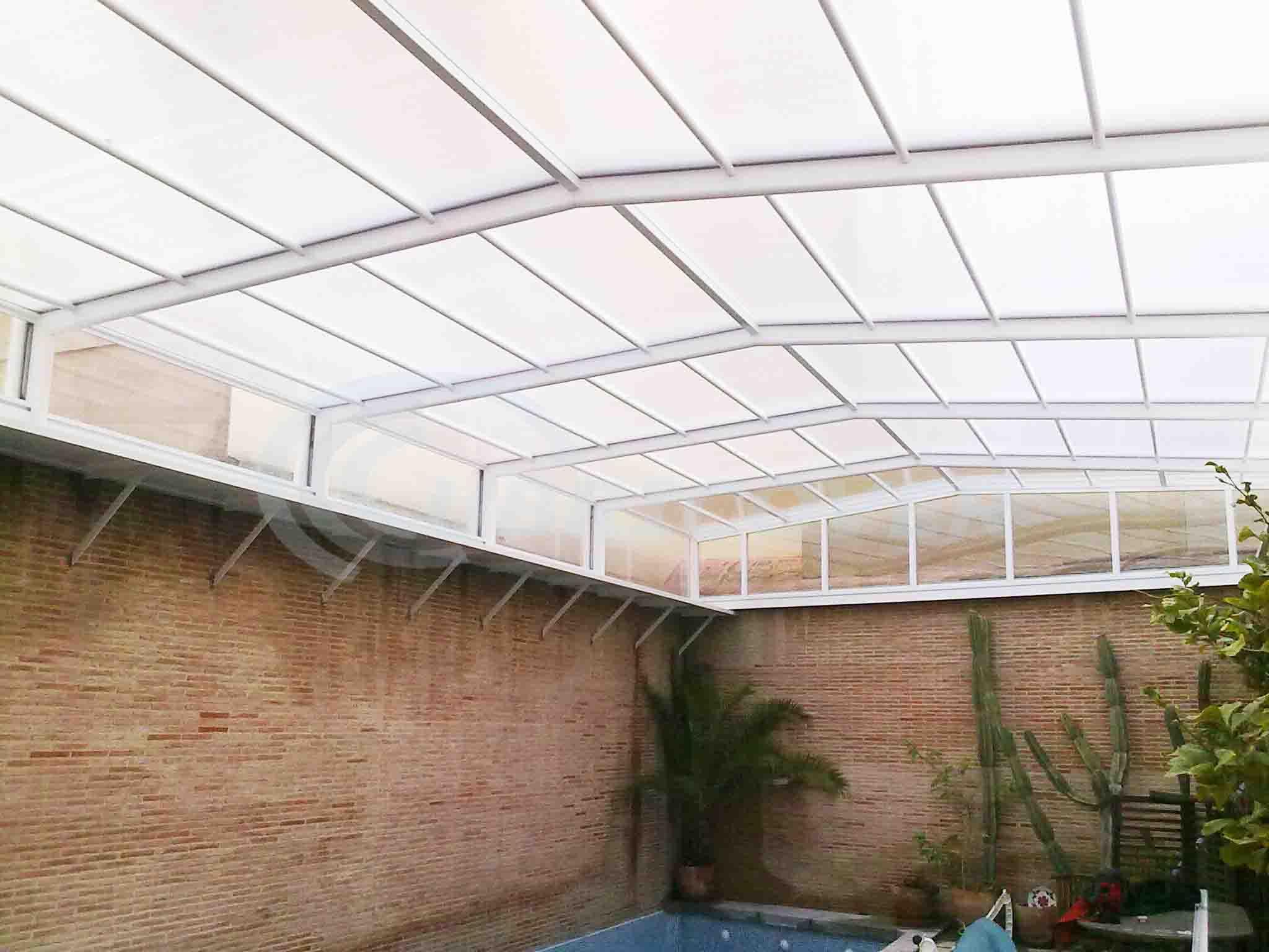 Cubiertas de piscinas adosadas cubricover for Cubiertas de piscinas