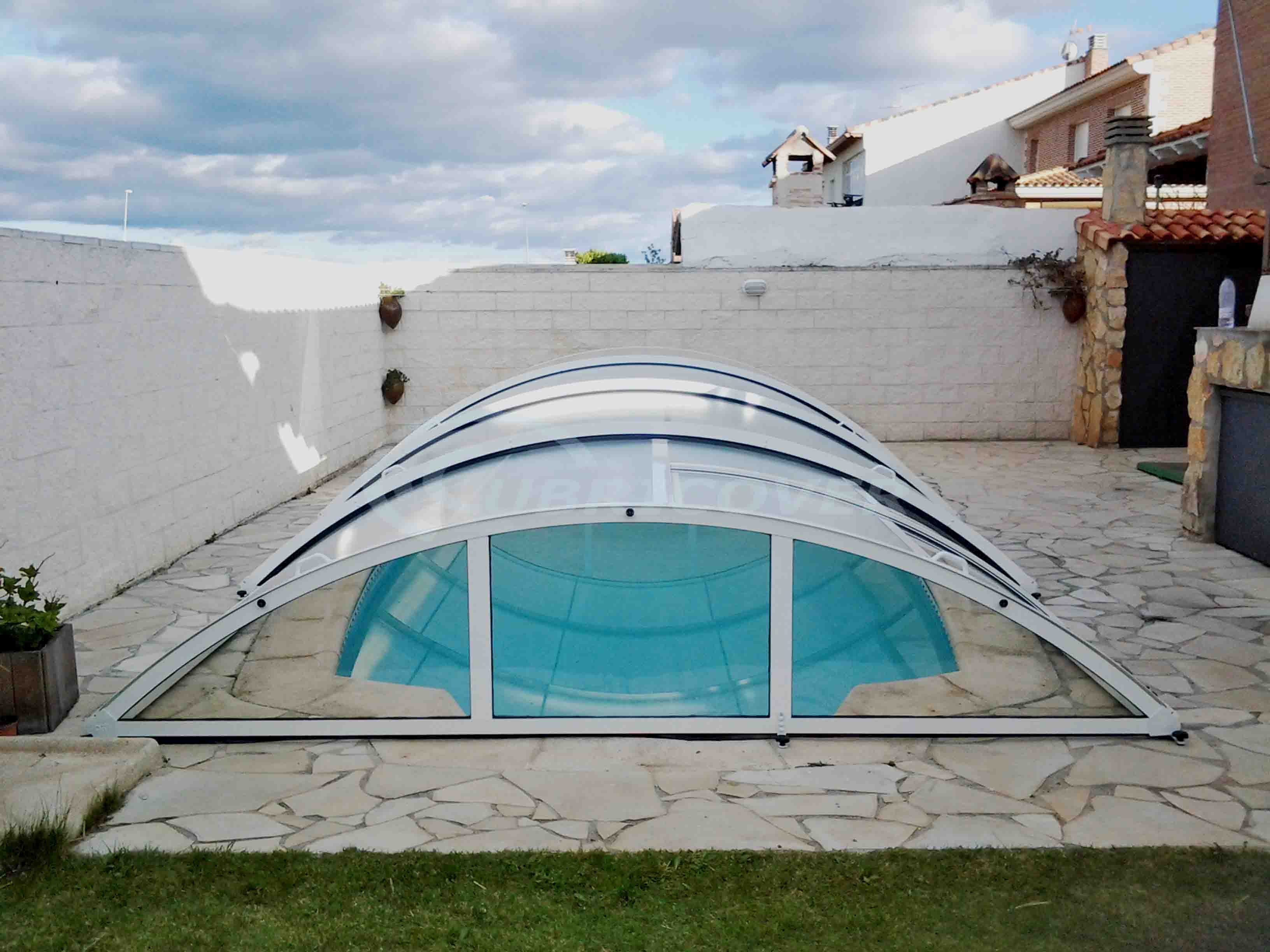 Cubierta para piscina baja telesc pica cubricover for Piscinas benavente