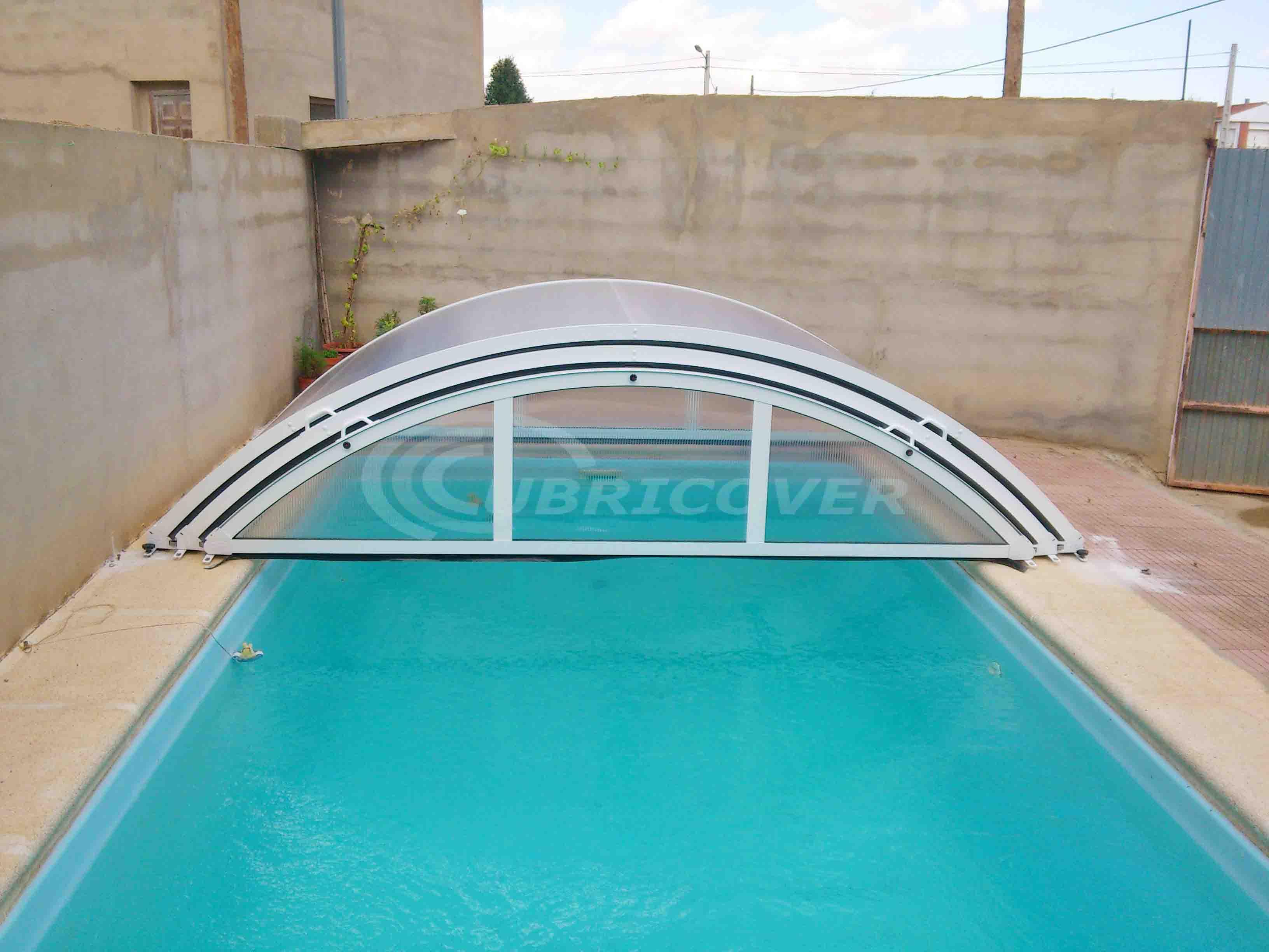 Cubierta para piscina baja telesc pica cubricover for Piscinas cubiertas granada