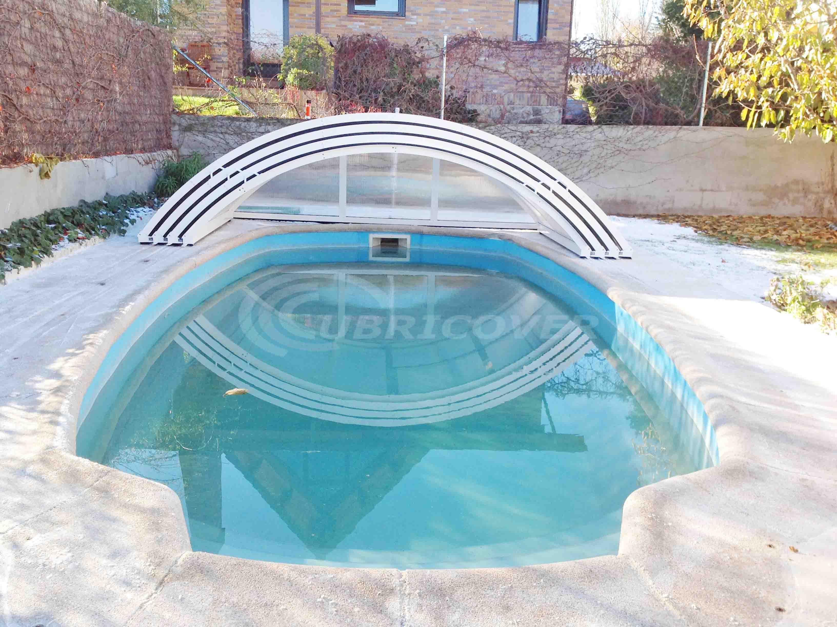 Cubierta para piscina baja telesc pica cubricover for Piscina guadarrama